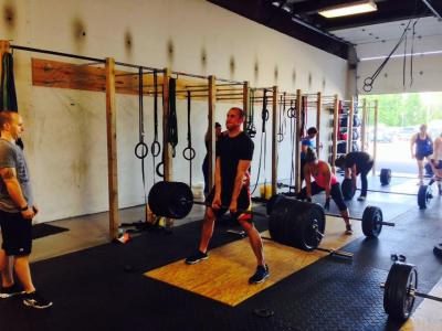2014-05-22-sumo-deadlift-395